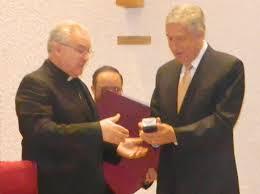David Noel Ramírez y el cardenal