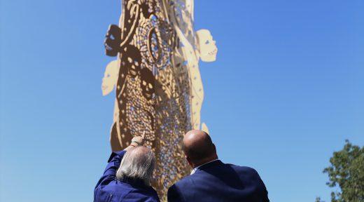 """14 Agosto 2017 . El Presidente Municipal Enrique Alfaro inaugura la escultura """"Sincretismo"""" de Ismael Vargas"""